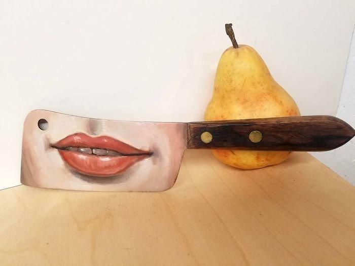 Художница превращает ненужные вещи в произведения искусства