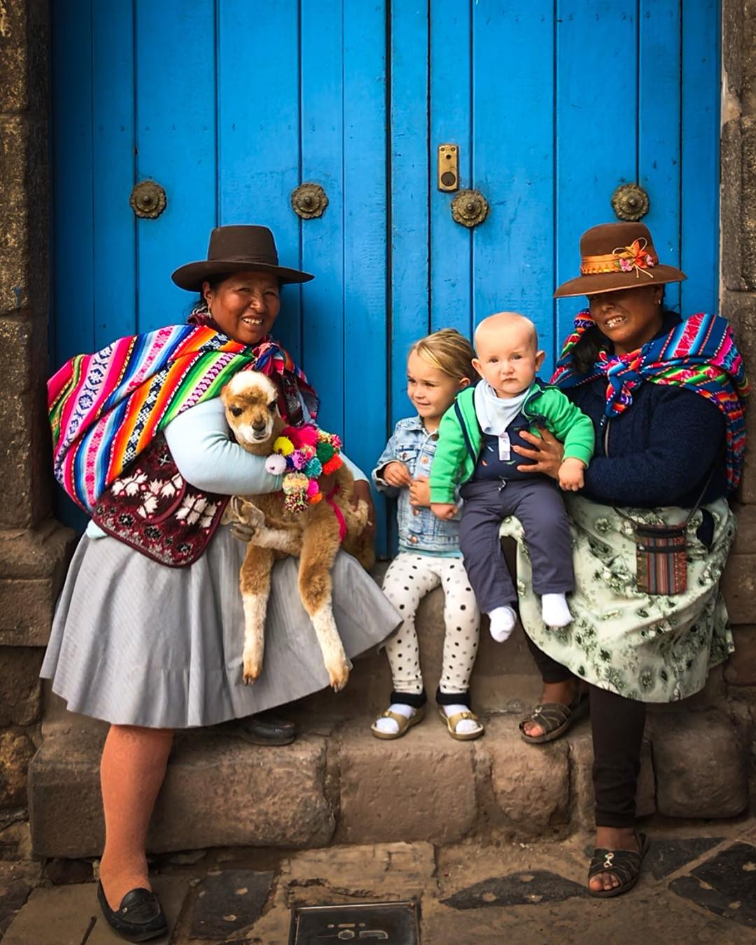 Медсестра в декретном отпуске путешествует по миру с мужем и детьми