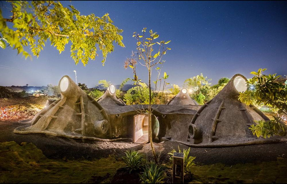 Органический дом-землянка в Индии