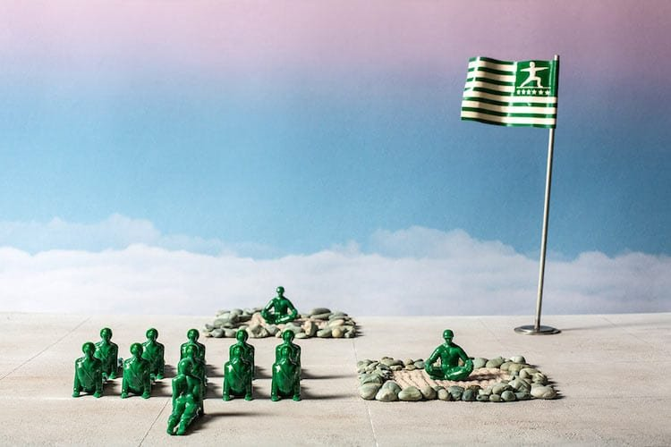 Солдатики-йогины от Дэна Абрамсона