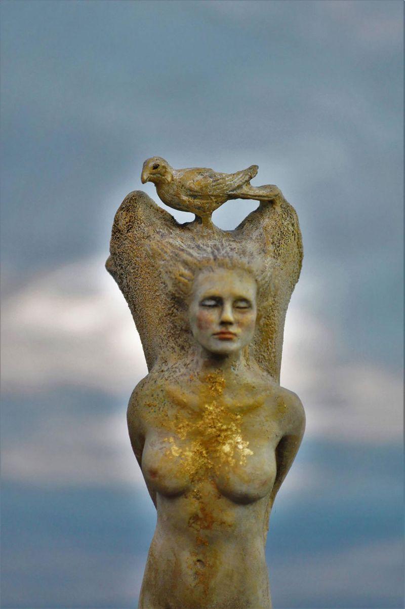 Скульптуры из природных материалов от канадской художницы