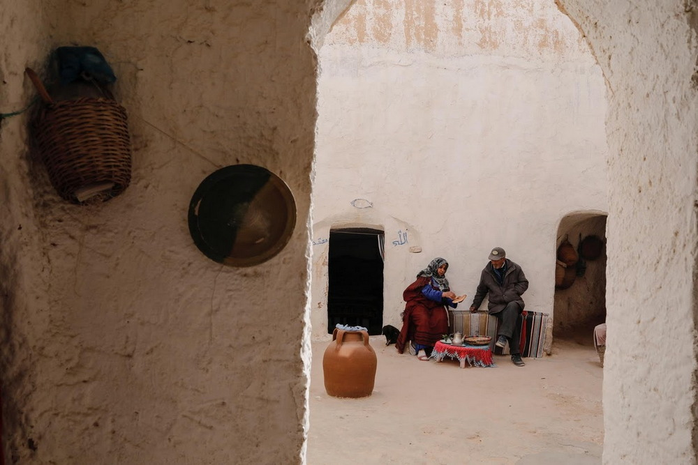 Последние жители подземных домов в Тунисе
