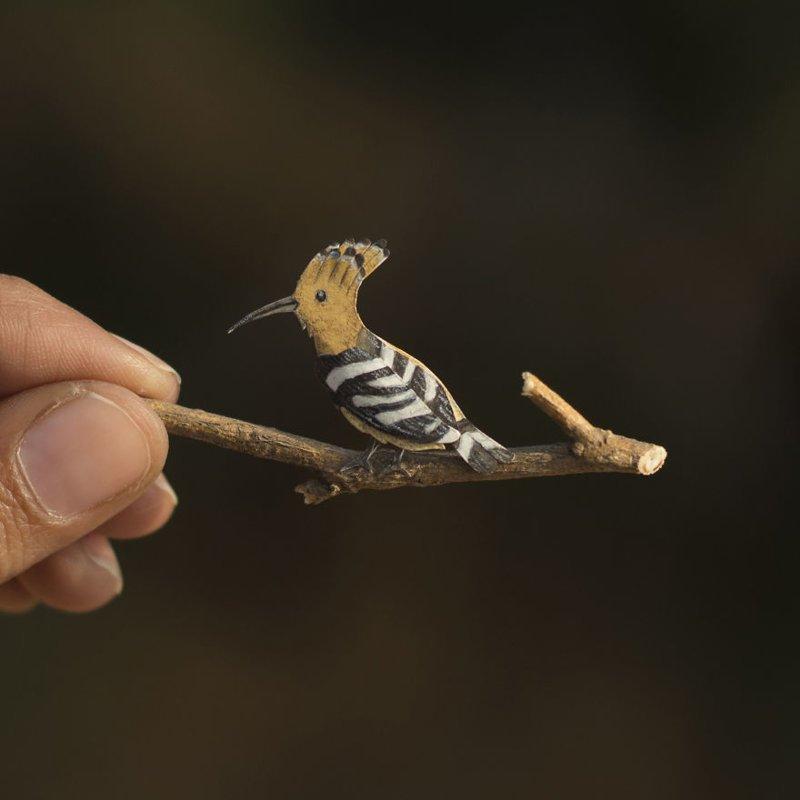 Миниатюрные бумажные птицы от индийских художников