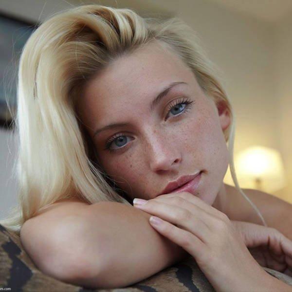 Милые девушки с естественной красотой