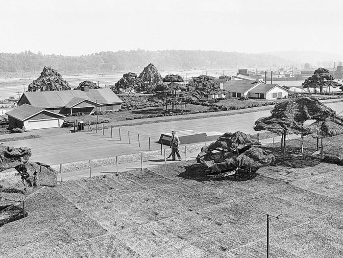 Поддельный город на крыше фабрики Boeing во время Второй мировой войны