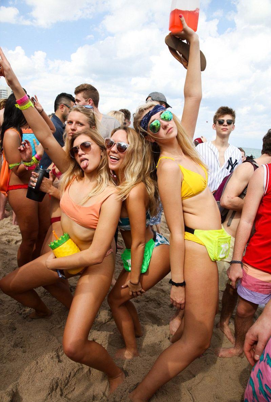 Тысячи пьяных студентов устроили вакханалию на пляжах