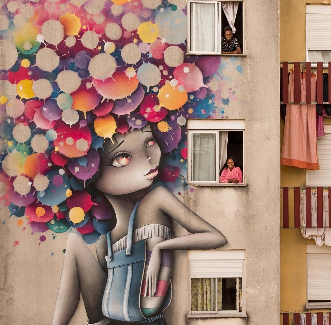 Яркие шевелюры на уличных женских портретах от Вини Граффити