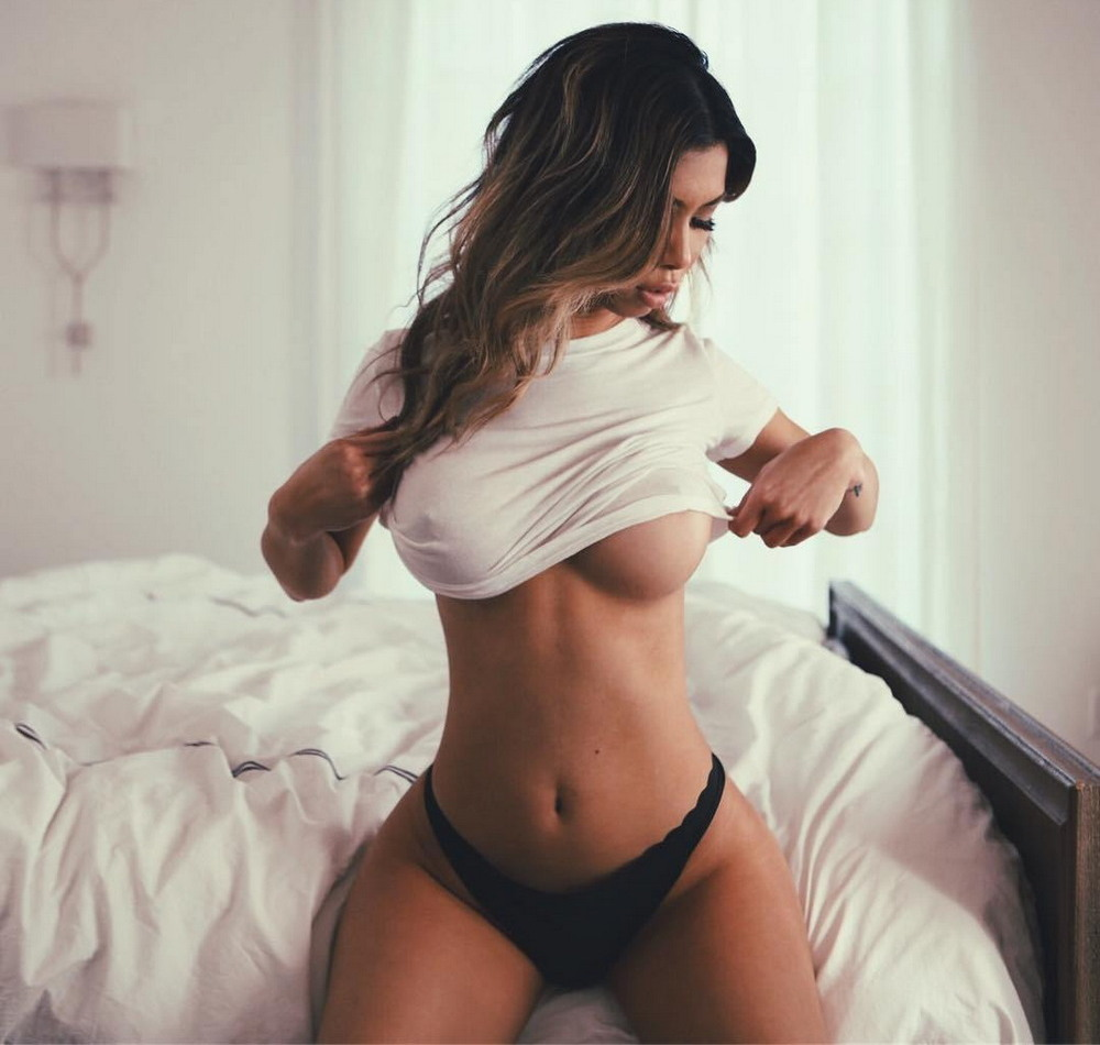 Секси девушку в доме фото ошиблись
