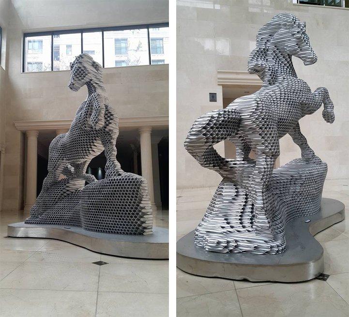 Впечатляющие скульптуры из тысяч труб