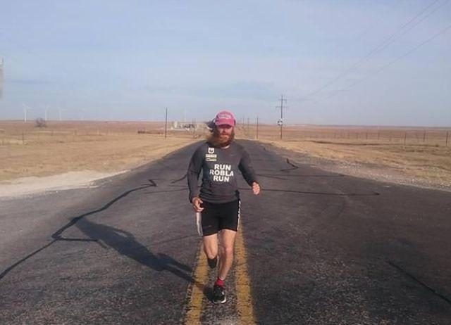 Британец повторил марафон Фореста Гампа