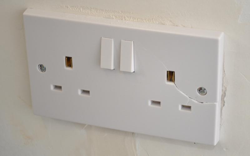 Чего не стоит делать с электроприборами