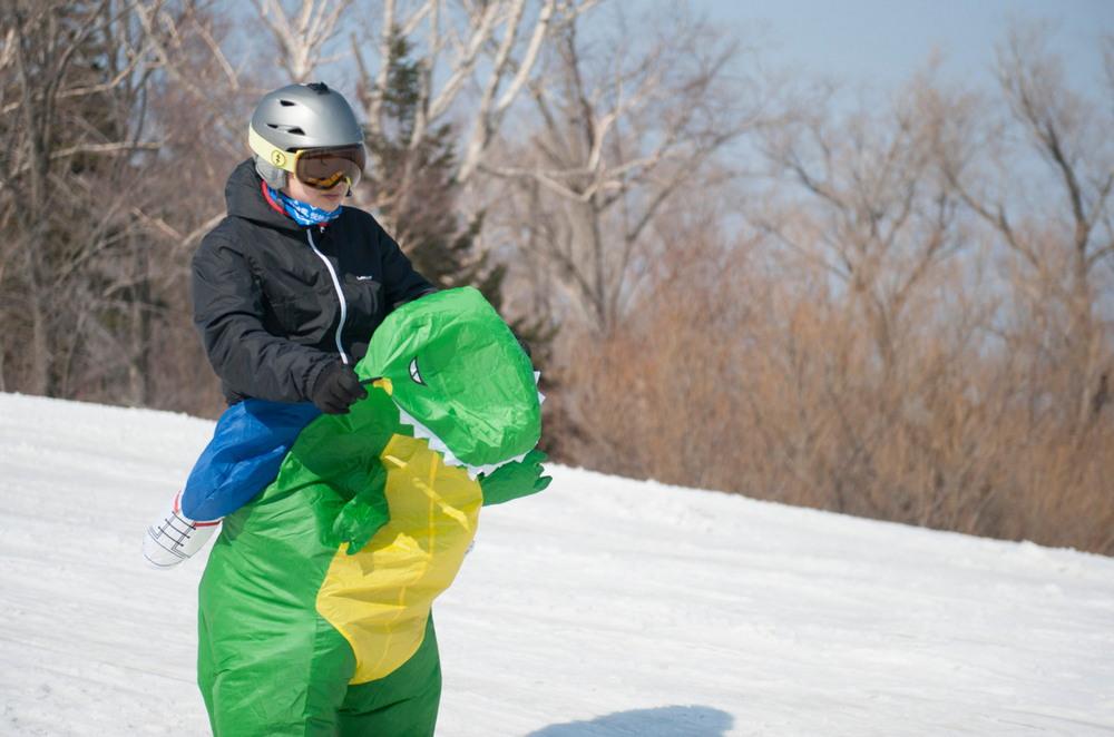 Веселый лыжный карнавал прошел в Китае