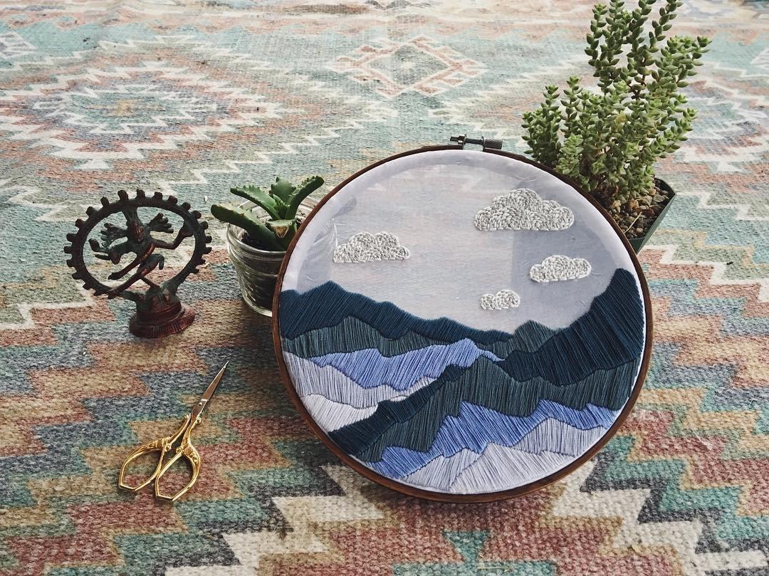 Вышитые пейзажи Скалистых гор от Зои Финн