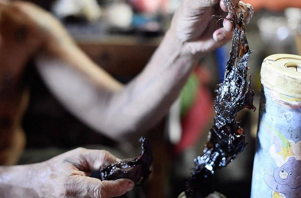 Филиппинцы носят во рту человеческие останки, чтобы быть невидимыми