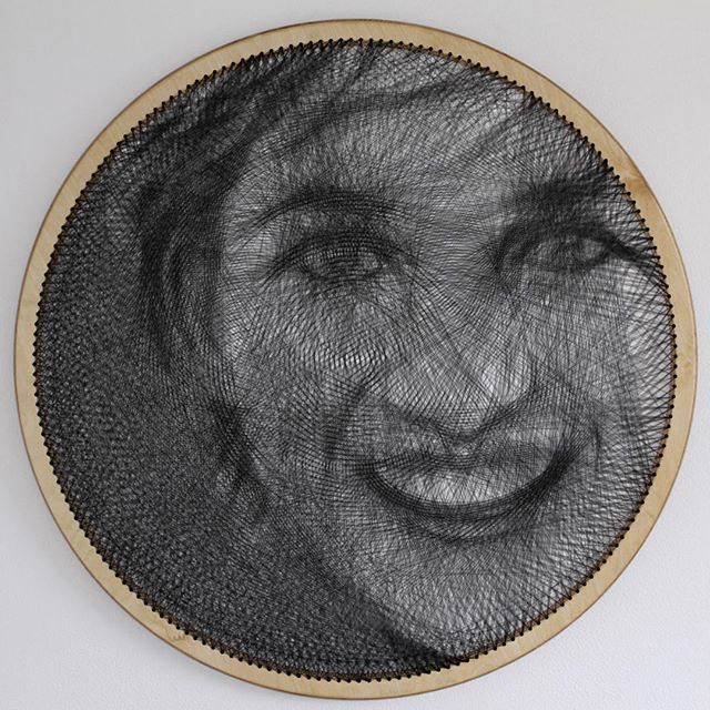 Потрясающие портреты, сделанные одной нитью на пяльцах