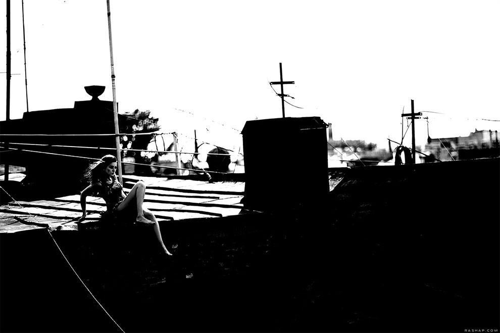 Сюрреалистичные черно-белые фотографии с девушками от Ильи Рашапа