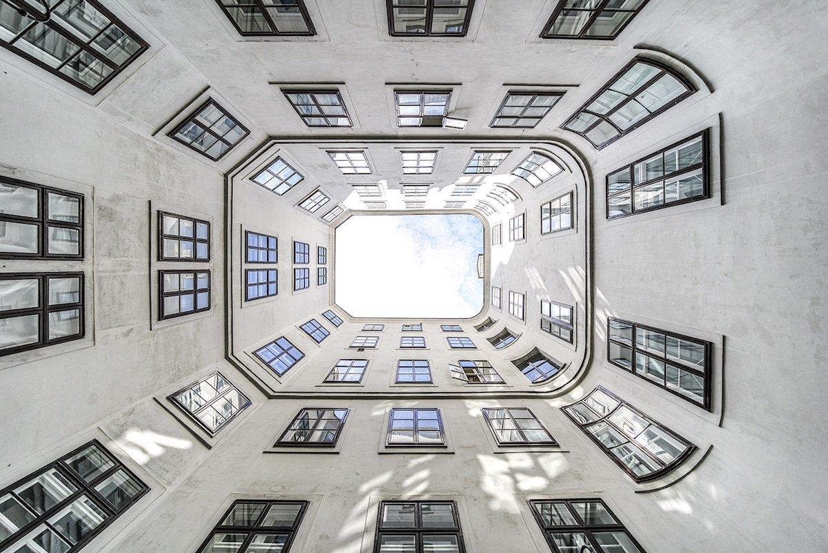 Симметрия зданий Вены в фотографиях Жолта Хлинки