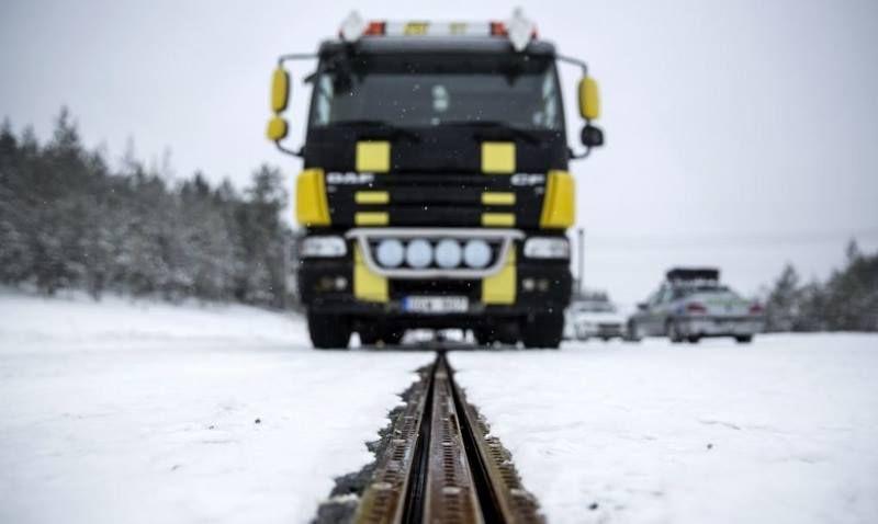 В Швеции построили первую дорогу для подзарядки авто на ходу