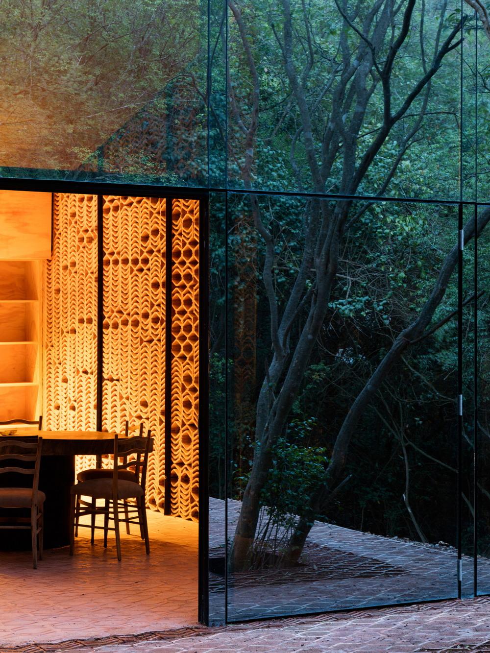 Зеркальная резиденция в мексиканском лесу