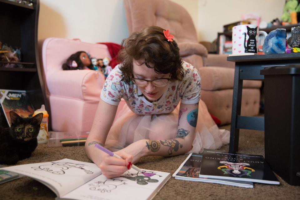 20-летняя американка ведет себя как маленький ребенок