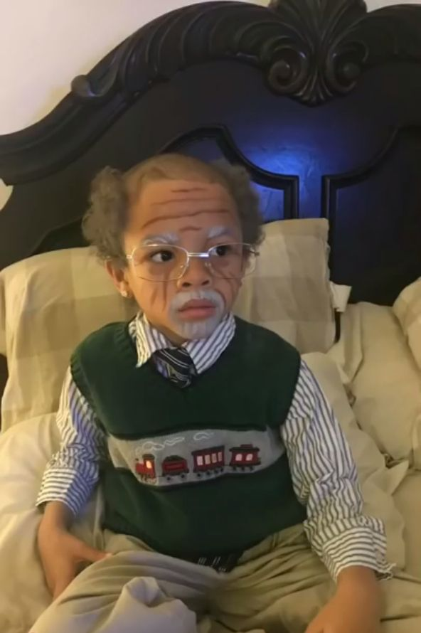Семилетний малец перевоплотился в 100-летнего дедулю