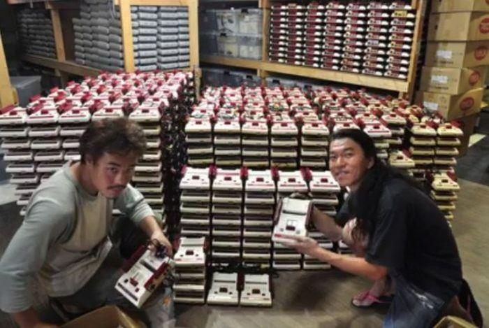 Японец построил бизнес на ретроконсолях