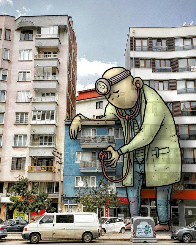 Гигантские персонажи на улицах турецких городов