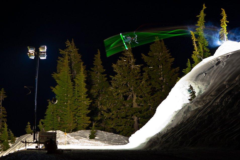 Летающие горнолыжники от Гранта Гюндерсона