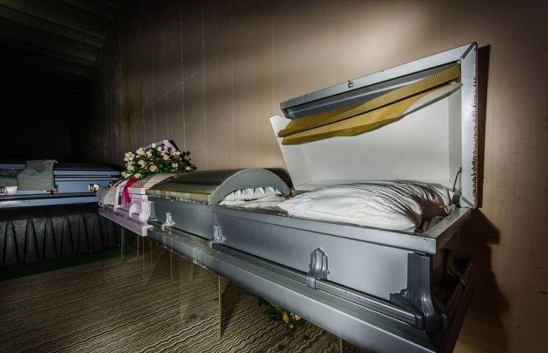 Жуткая экскурсия по заброшенному мавзолею с мертвецами