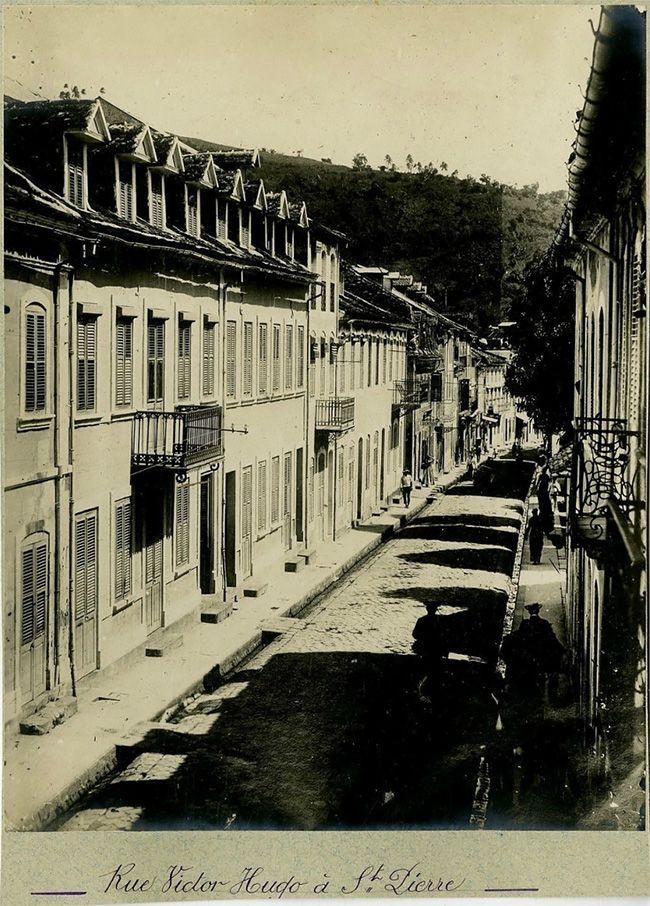 Последние дни города Сен-Пьер перед смертельным извержением вулкана