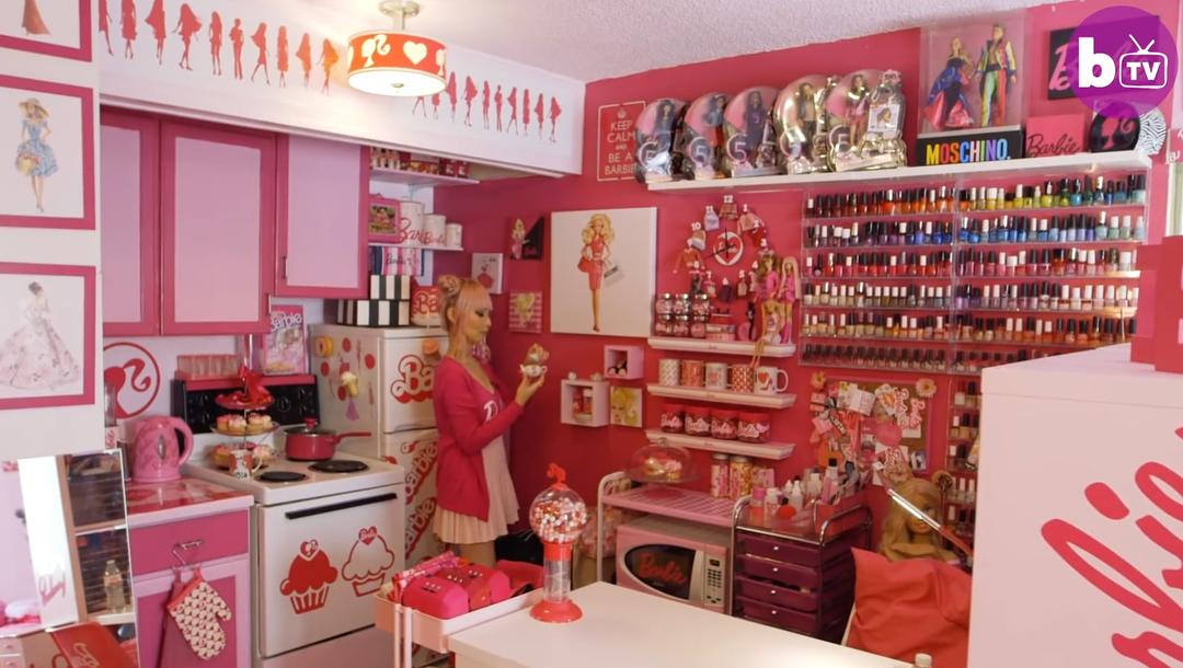 36-летняя японская фанатка куклы Барби