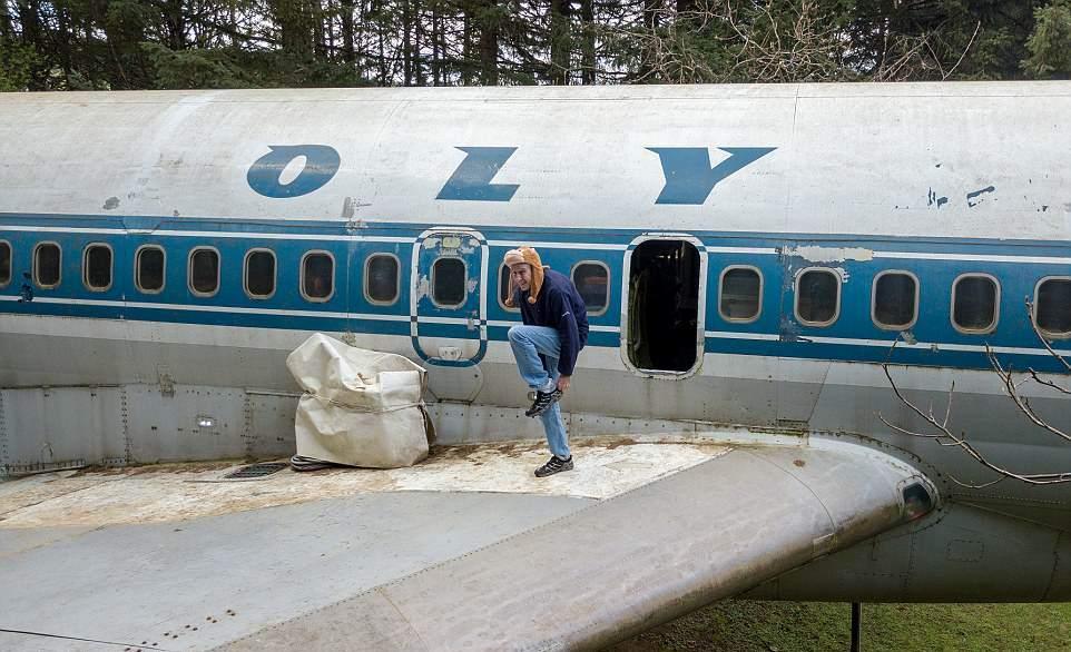 Американец купил старый Boeing и живет в нем