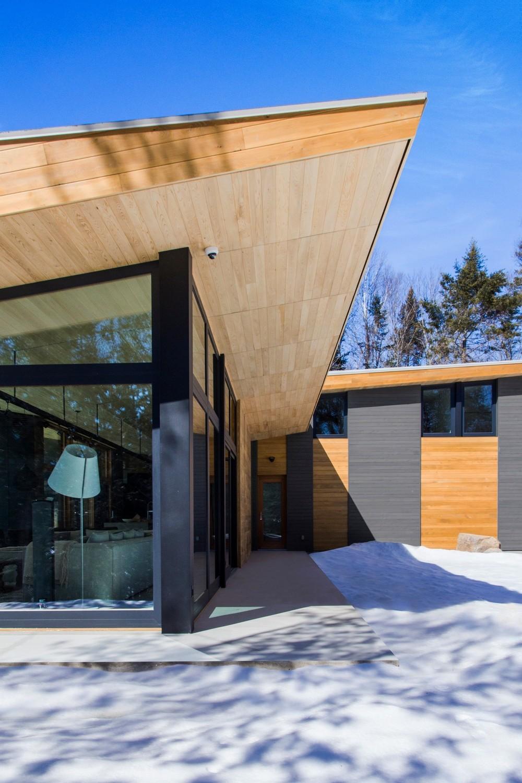 Обширная резиденция на берегу озера в Канаде