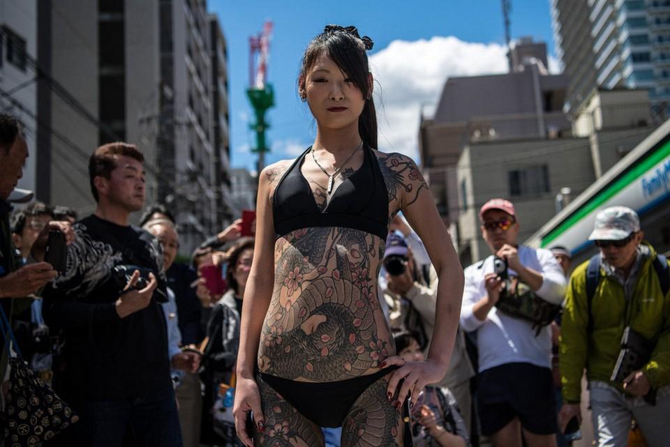 Татуировки в стиле Якудза на фестивале в Японии