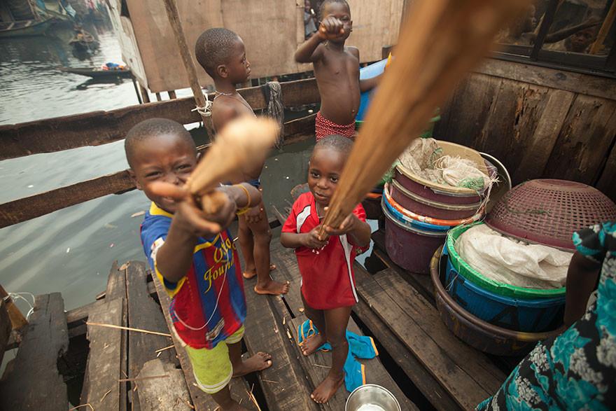 Игрушки детей из семей с разными доходами