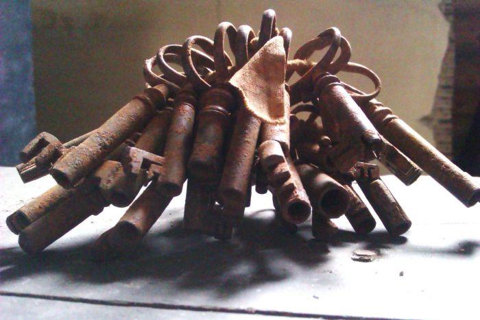Старинные артефакты внутри сундука