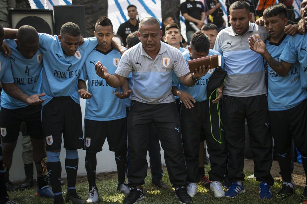 Чемпионат по футболу среди заключенных в Перу