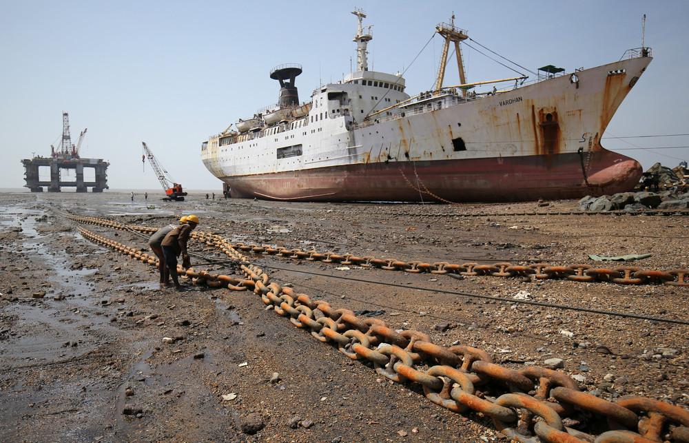 Кладбище кораблей в Гуджарате