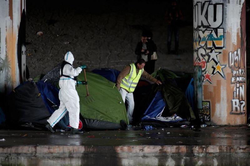 Снос нелегального лагеря в Париже, где обитали 2000 мигрантов