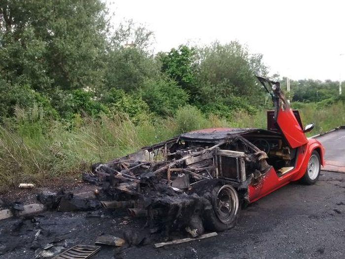 Суперкар Lamborghini Countach сгорел дотла