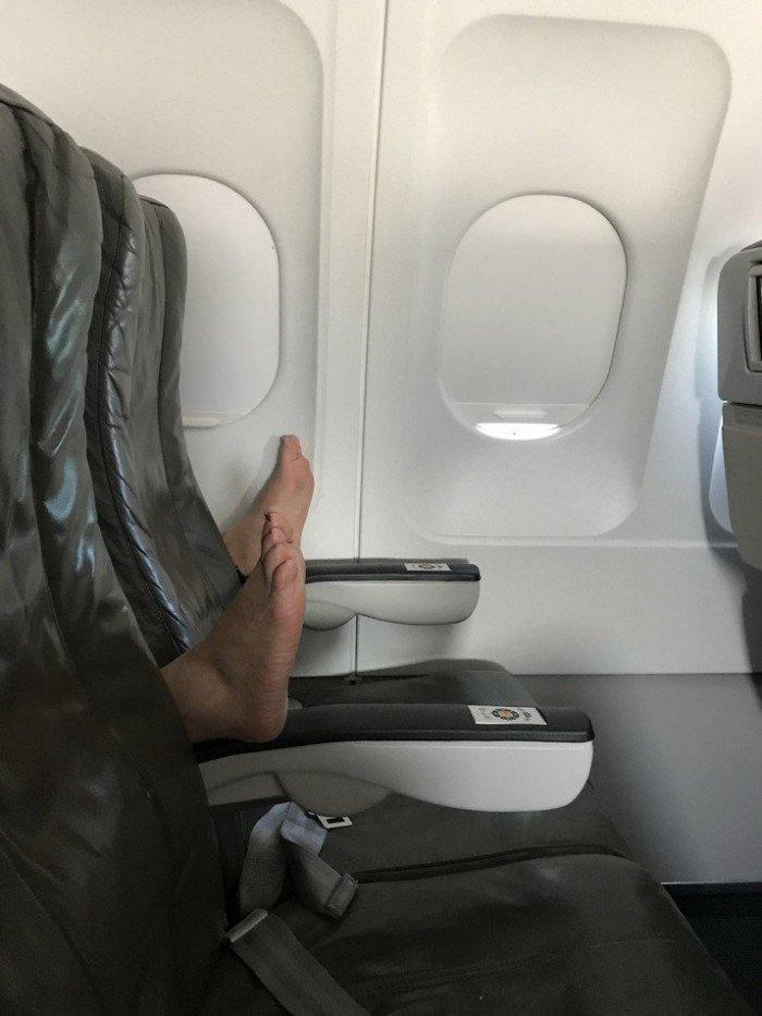 15 неприятных пассажиров, которых стоило бы ссадить с самолета