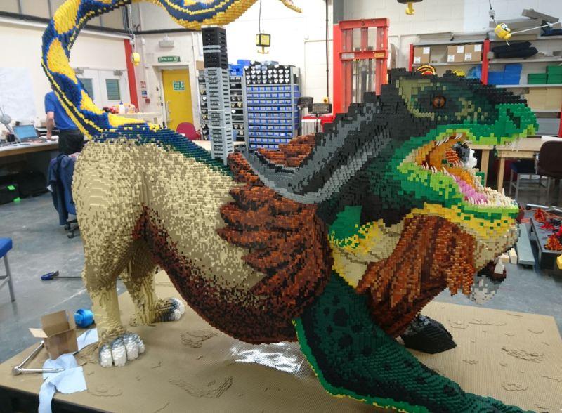 Трехглавая химера с хвостом в виде змеи из конструктора Lego