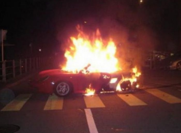 Разбитые суперкары и другие дорогие автомобили