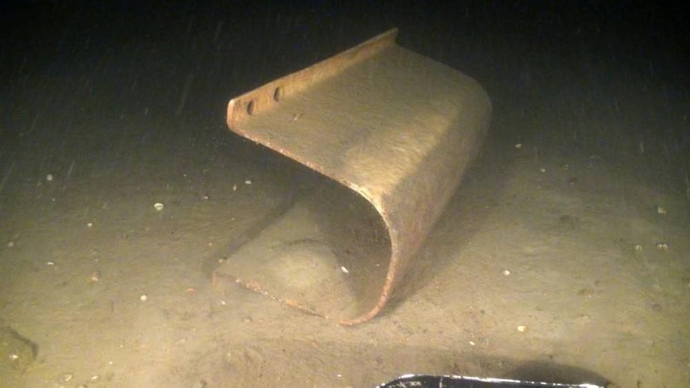 Пластиковые отходы и другой мусор в море