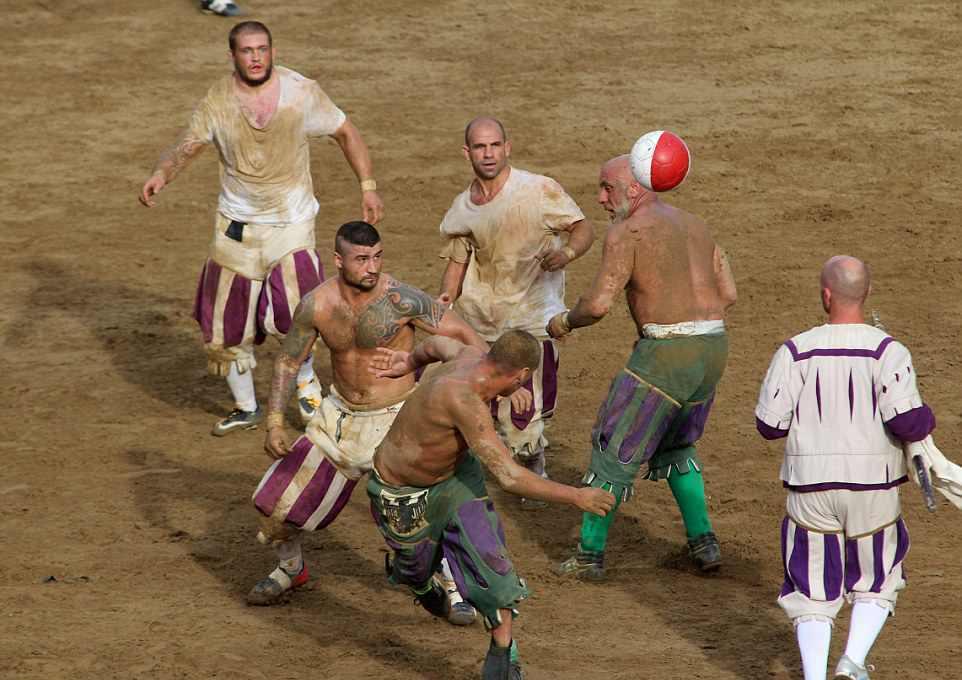Кальчо сторико - экстремальная разновидность футбола