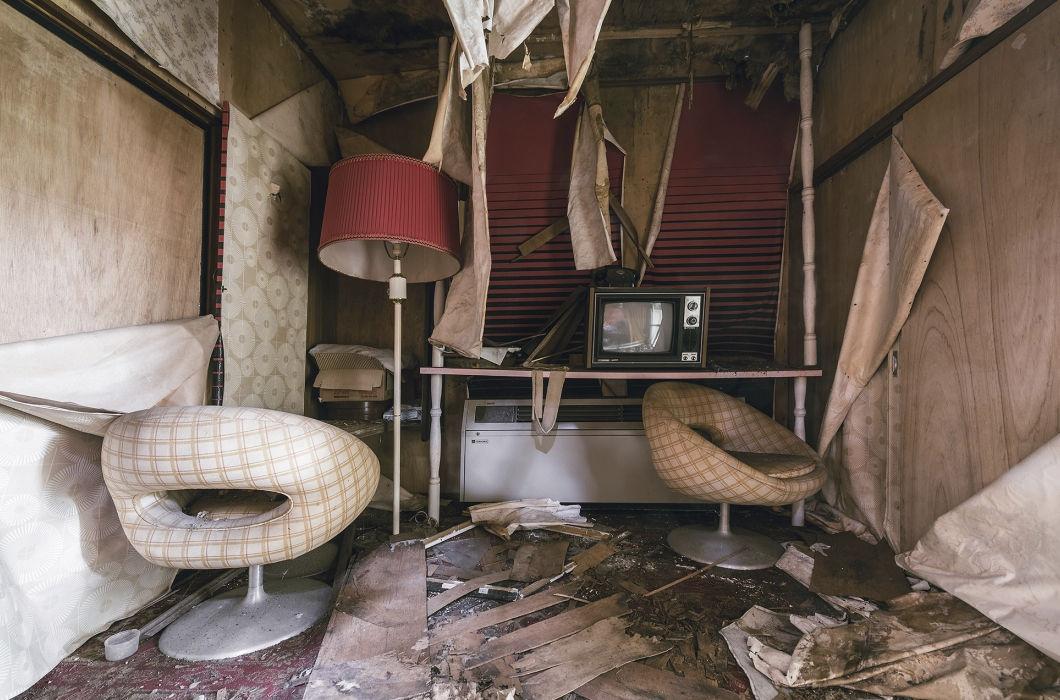 Интерьеры заброшенного японского отеля любви