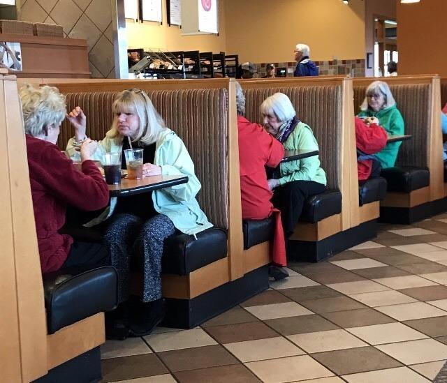 Они случайно встретили своих двойников или это сбой в матрице