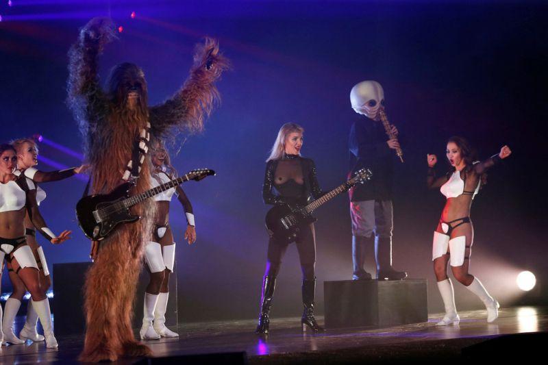Стриптиз-шоу для фанатов Звездных войн