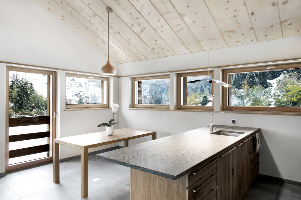 Современное жилище из старого сарая в Швейцарии