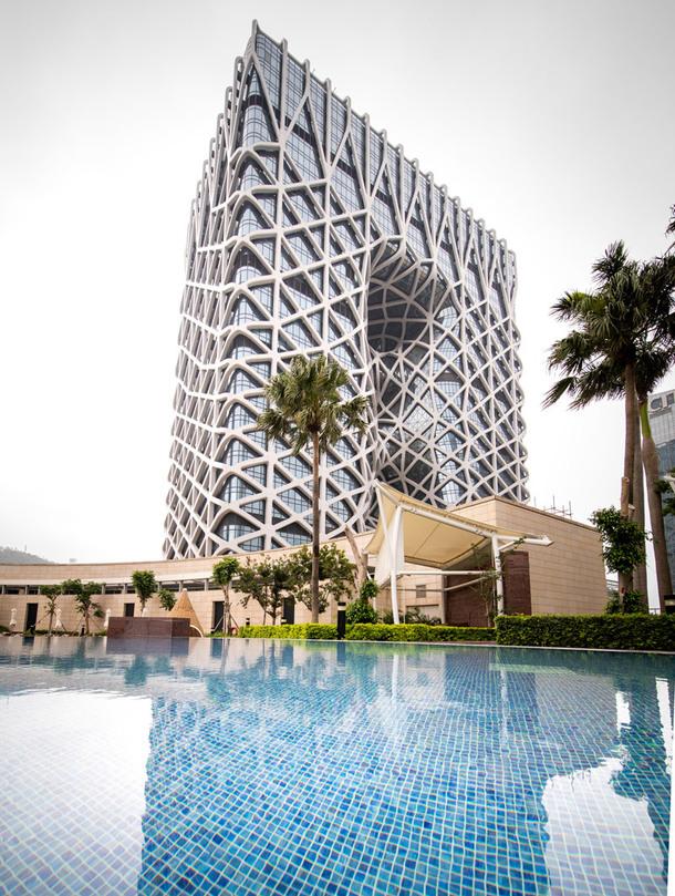 В Макао открылся футуристический отель с экзоскелетом
